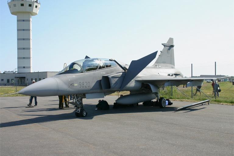 S 229 Ten 228 S Airshow 06